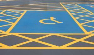 Signalisation au sol d'un emplacement pour personnes handicapées