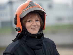 Une femme sapeur-pompier