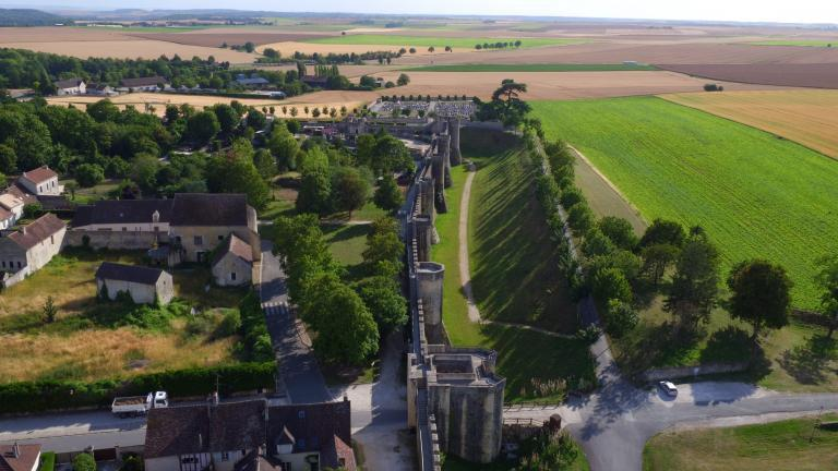 Vue sur les contreforts du chateau de Provins